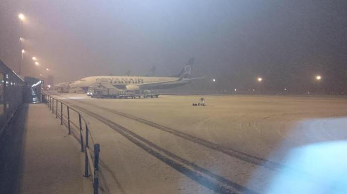 Liverpool Airport runway last year - Pic by Twitter follower @dazza1405