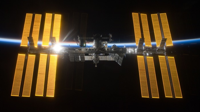 International_Space_Station_salutes_the_Sun