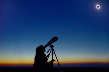 12.11.13-mjs-total-solar-eclipse-in-australia_24610674_582_387