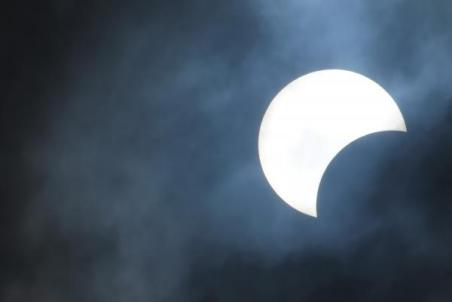 partial-solar-eclipse-cloudy-day