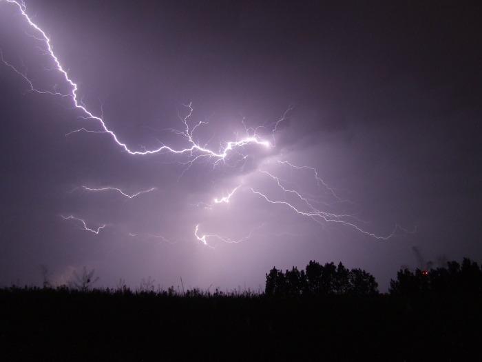 Risk of thunder & lightning on Saturday