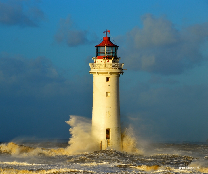 new-brighton-lighthouse-battered-by-huge-waves_15628258873_o