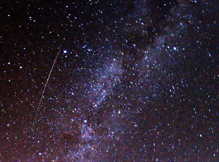 Perseid_meteor_and_Milky_Way_in_2009