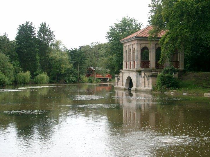 The_Swiss_Bridge_and_Boathouse,_Birkenhead_Park_Lake