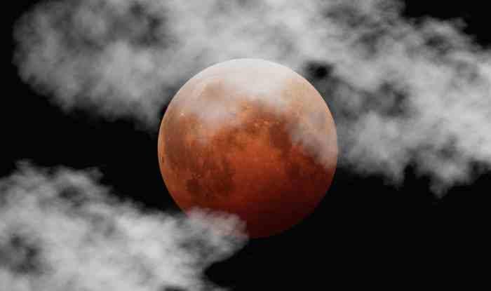 Lunar_eclipse_October_8_2014_California_Alfredo_Garcia_Jr_mideclipse