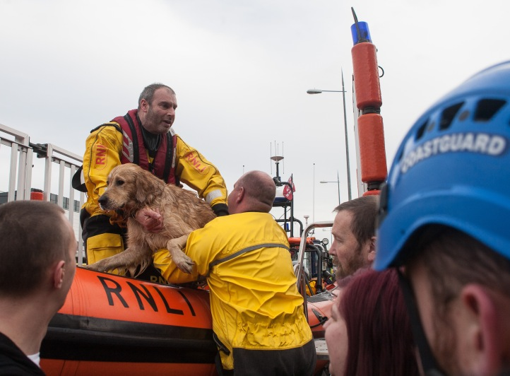 A reluctant Ben leaving the lifeboat