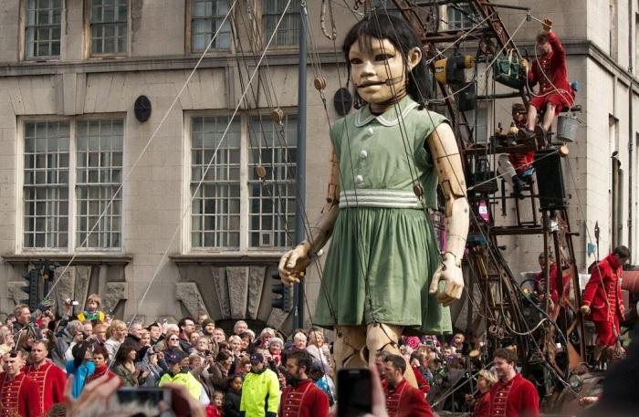 Little_Giant_Girl,_Albion_House
