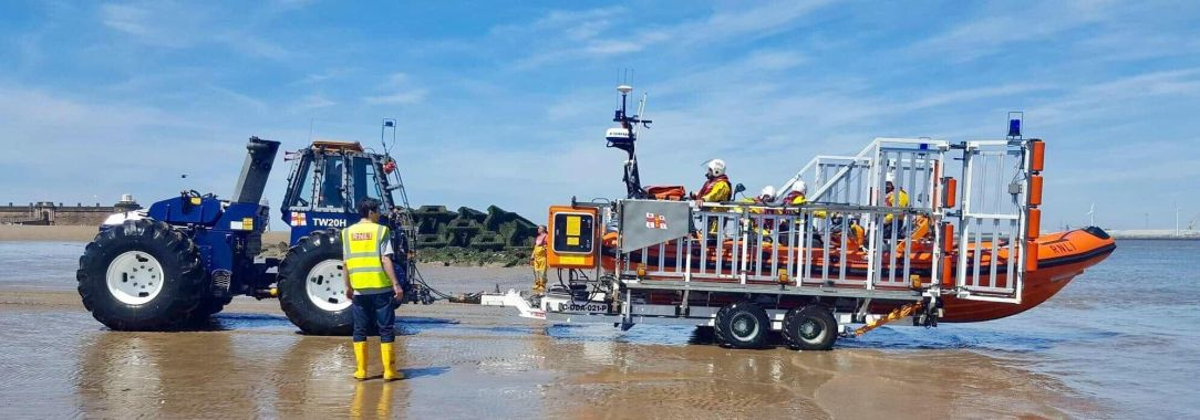 rnli_new_brighton_volunteers_tasked_to_a_person_at_risk_of_tidal_cut_off