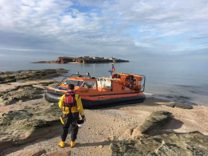 hoylake_rnli_hovercraft_assists_injured_walker_on_middle_eye