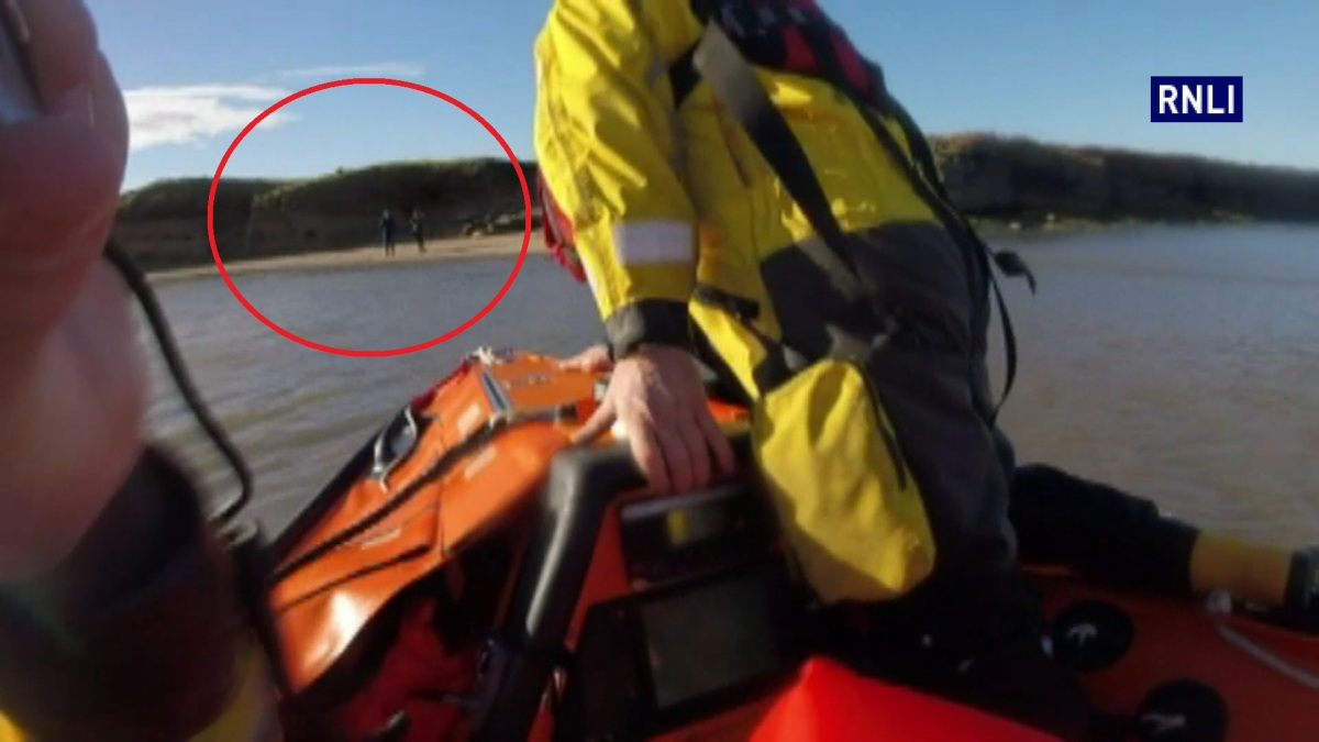Video shows Wirral RNLI team abandoning remembrance Sunday service to rescue two people cut off by tide